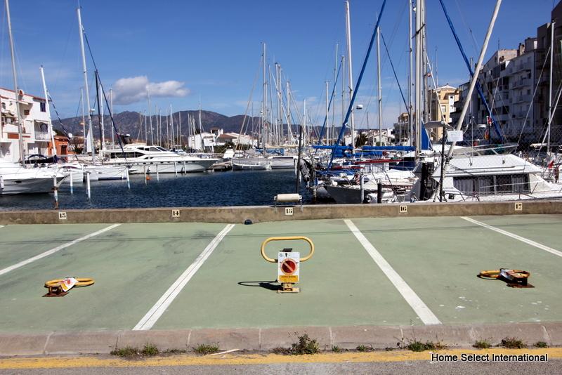 Amarre y plaza de parking para alquiler for Select home