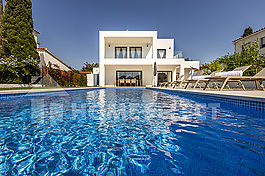 Modern and spacious villa for rent in Empuriabrava