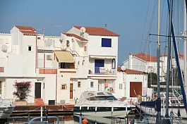 Fisherman house with mooring for sail boat, with garage in Empuriabrava, 2 bedrooms, terrace an private harbor
