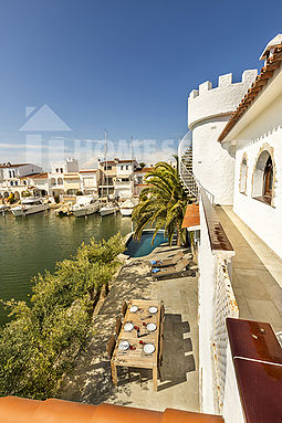Fisherman's house for rent in Empuriabrava with 4 bedrooms