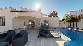 Empuriabrava, house with swimming pool and 3 bedrooms