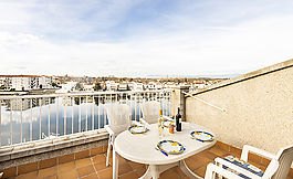 Penthouse with precious views, pool, Empuriabrava