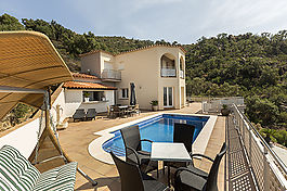 Palau Saverdera, beautiful house overlooking the Bay of Roses