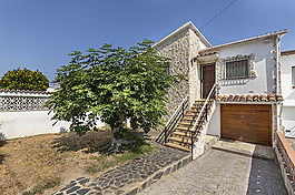 Empuriabrava, for sale house with 5 bedrooms, 8.5M mooring and garage