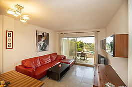 Beautiful and bright 2 bedroom apartment in a small complex with swimming pool.