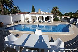 Centrally located villa with privat pool in Empuriabrava