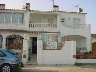 Nice house for sale in Empuriabrava, next to the canal, 2 bedrooms and 2 bathrooms