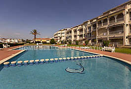 Apartment with pool, Empuriabrava