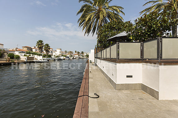 Empuriabrava, house for sale with 5 bedrooms mooring of 22M and pool