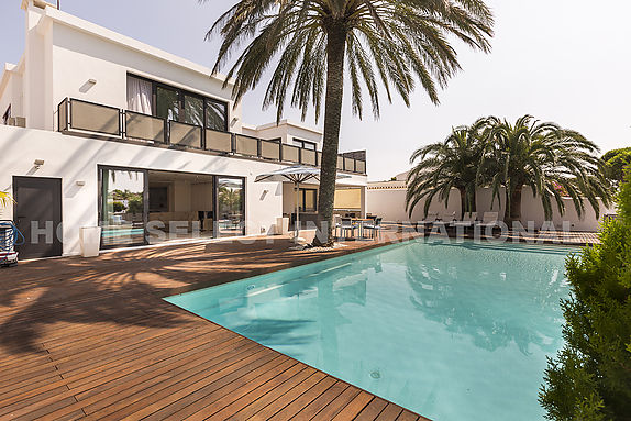 Empuriabrava, modern house for sale with 5 bedrooms mooring of 22M and pool