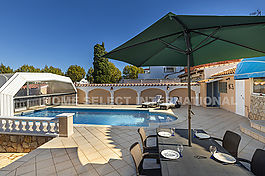 Empuriabrava, villa on the canal with mooring and swimming pool
