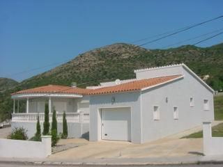 Villa for sale in Pau (Costa Brava) with a large lot, pool, garage, parking, 3 bedrooms and 3 bathrooms